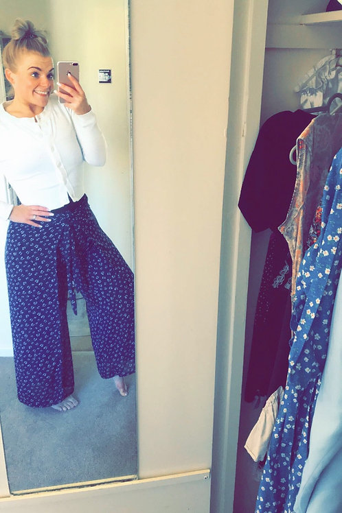 Navy bow It's A Wrap Trousers