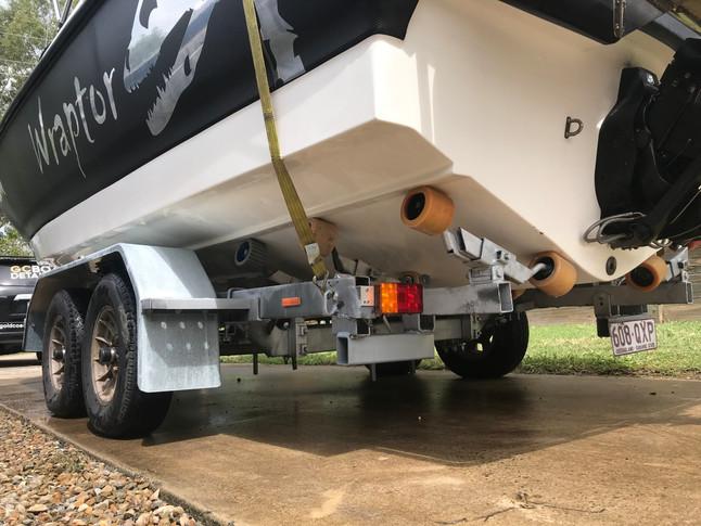 Clean boat bottom