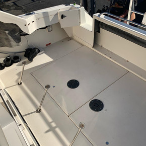 clean boat cockpit