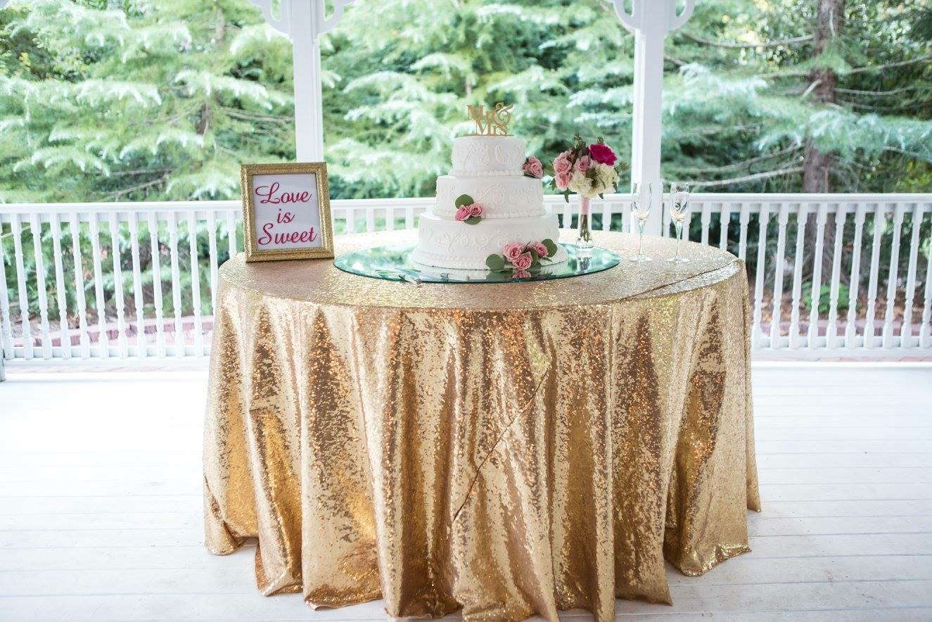 Cake table gold sequin