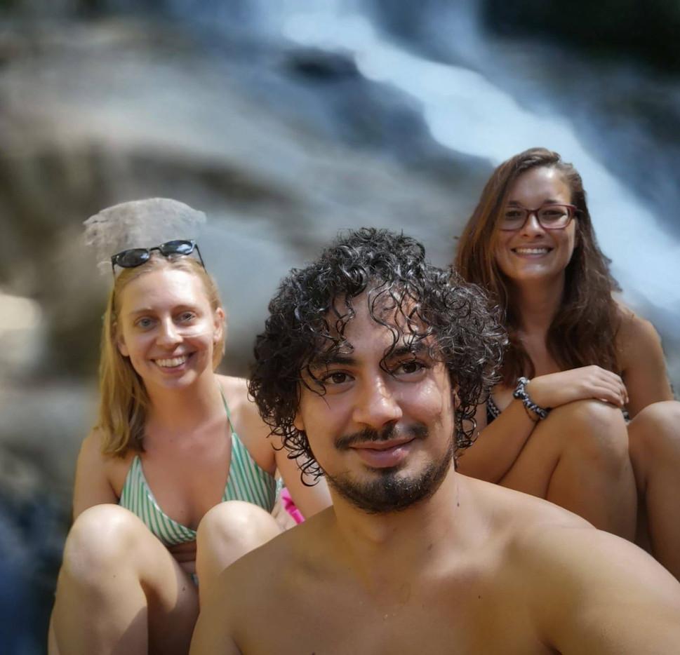 Baignade dans les waterfalls de Doi Suth