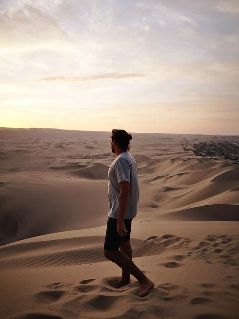Slimen dans les dunes de huacachina