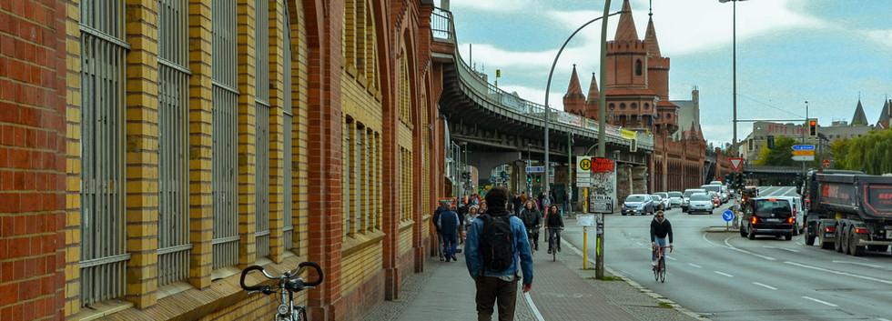 Slimen marchant vers la East Side Gallery