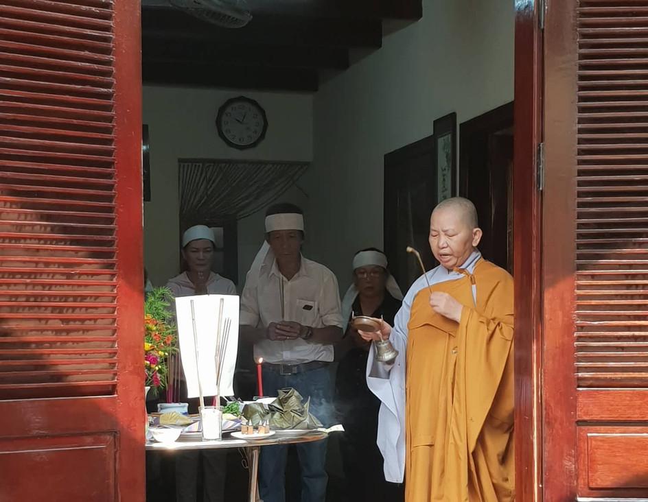 Cérémonie bouddhiste à Hoi An