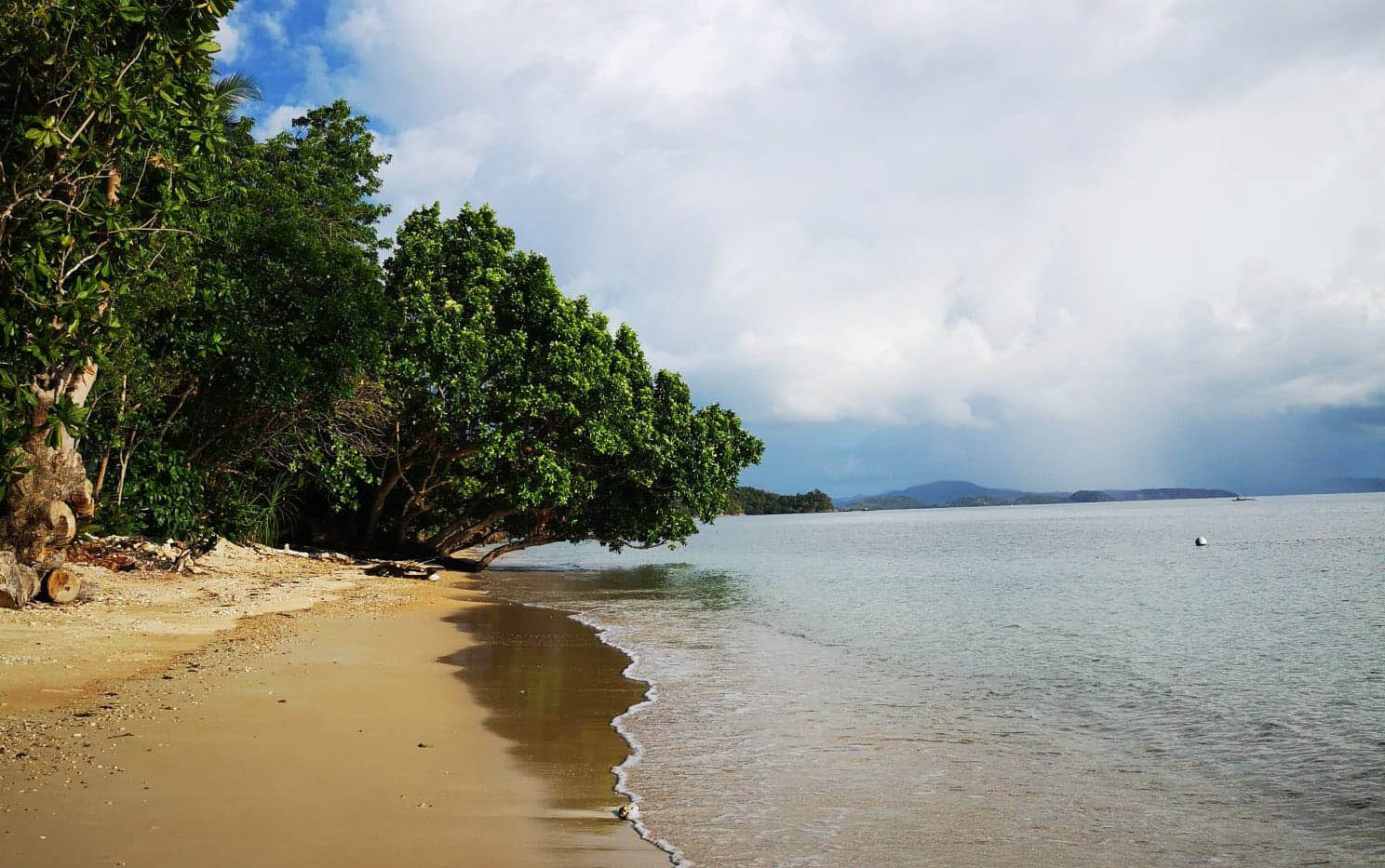 Plage Alam Indah Beach