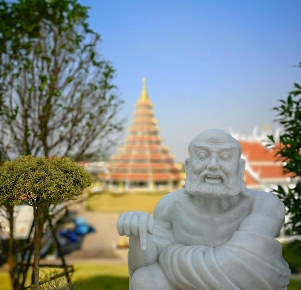 Statue près de Big Buddha à Chiang Rai