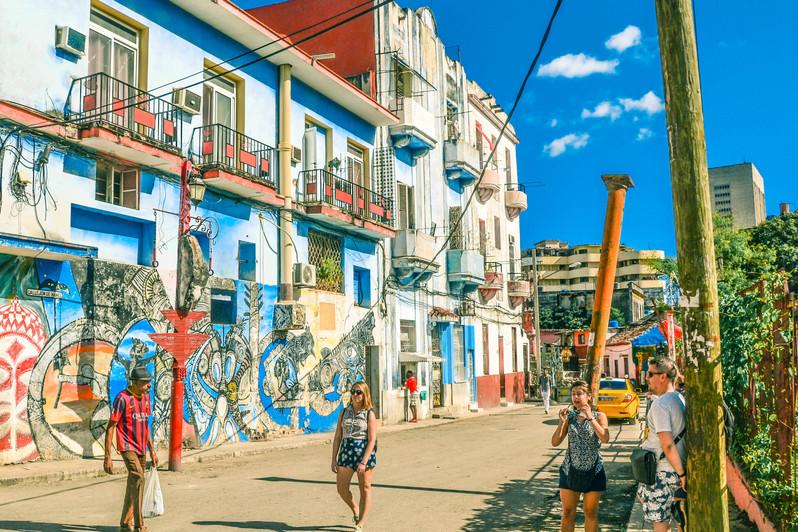 Sarah Centro Habana près de la callejon de Harmel