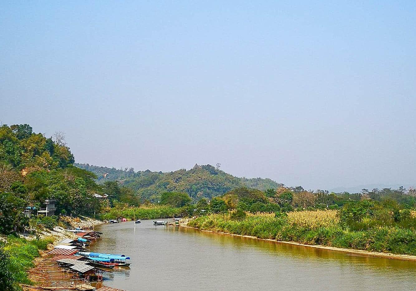 D'un coté la Thaïlande, de l'autre Myanm