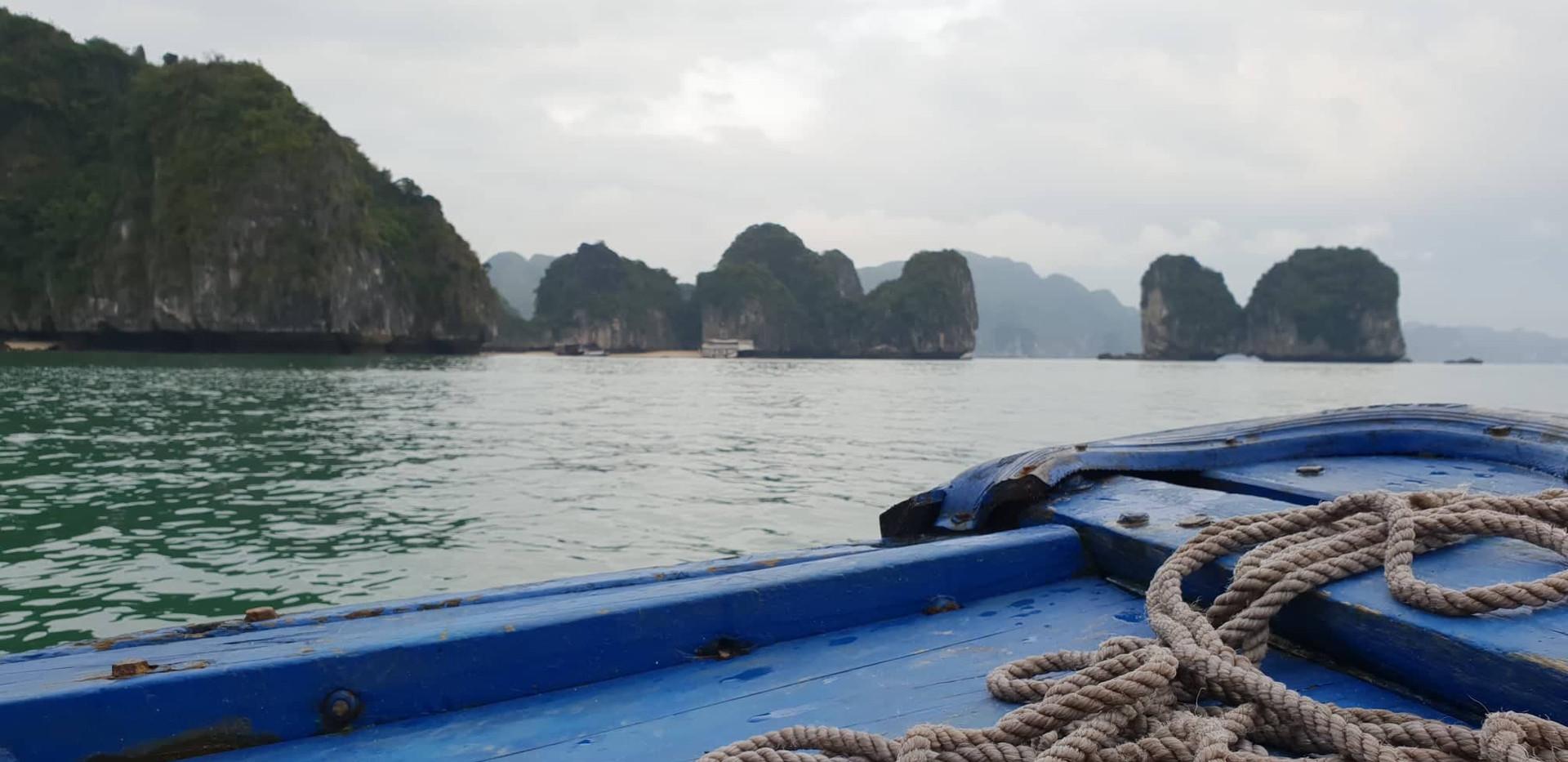 Vue sur la baie de Lan Ha depuis un bate