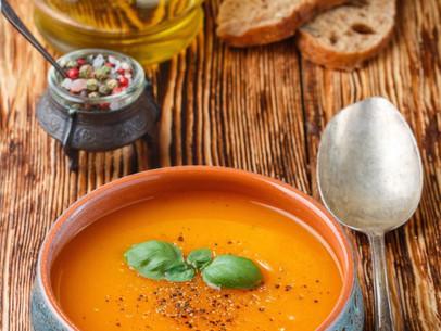 Sopa cremosa de curry y zanahoria