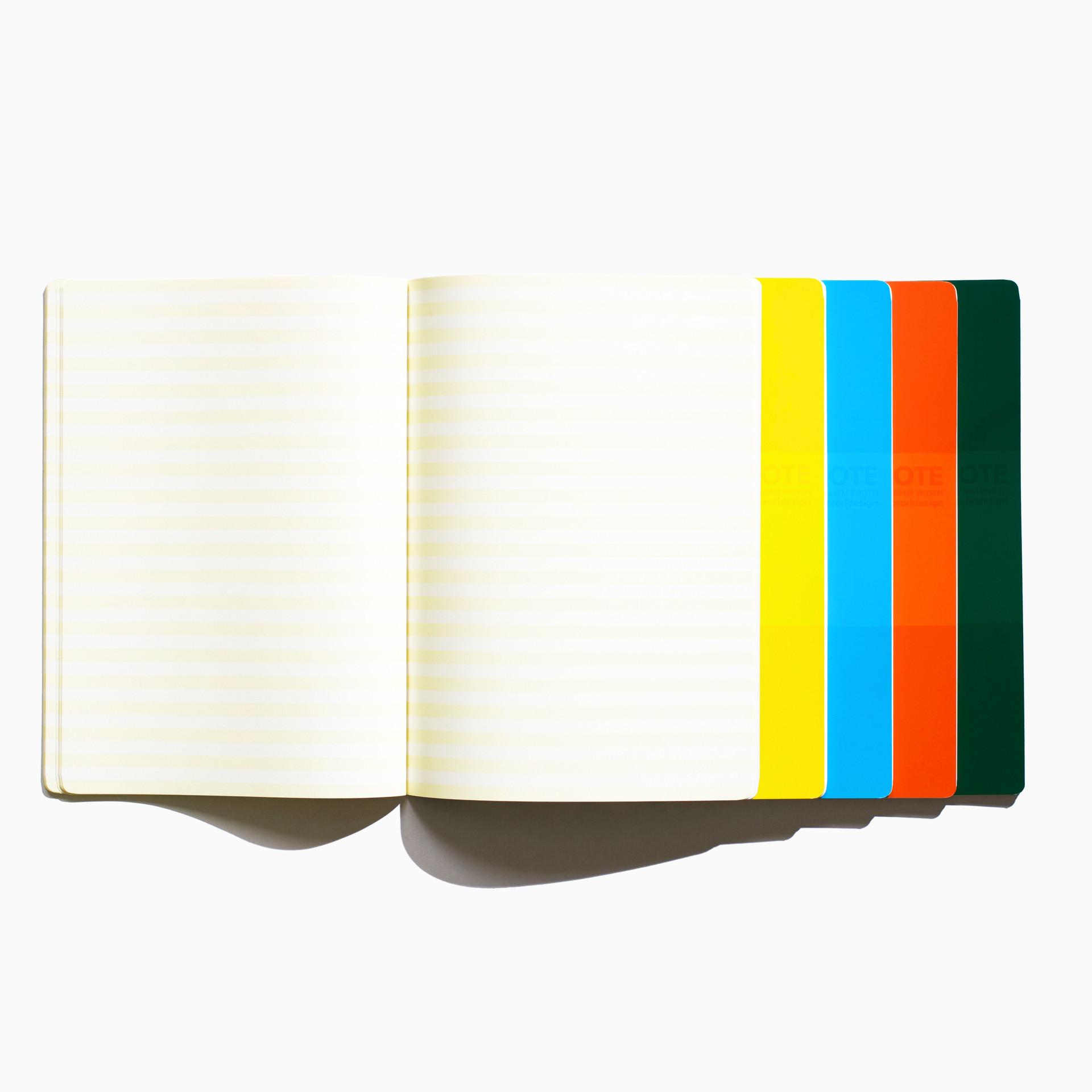ノートブックと言えば、罫線で分けられたモノが一般的です。でもそれは、勉強するにしても、ちょっと楽しくないかもしれません。見た目にも、書いてても、もっと楽しくなれば良いのに。