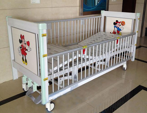 Three Funtion Manual Pediatric Bed