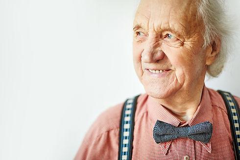Senior well-dressed man looking aside.jp