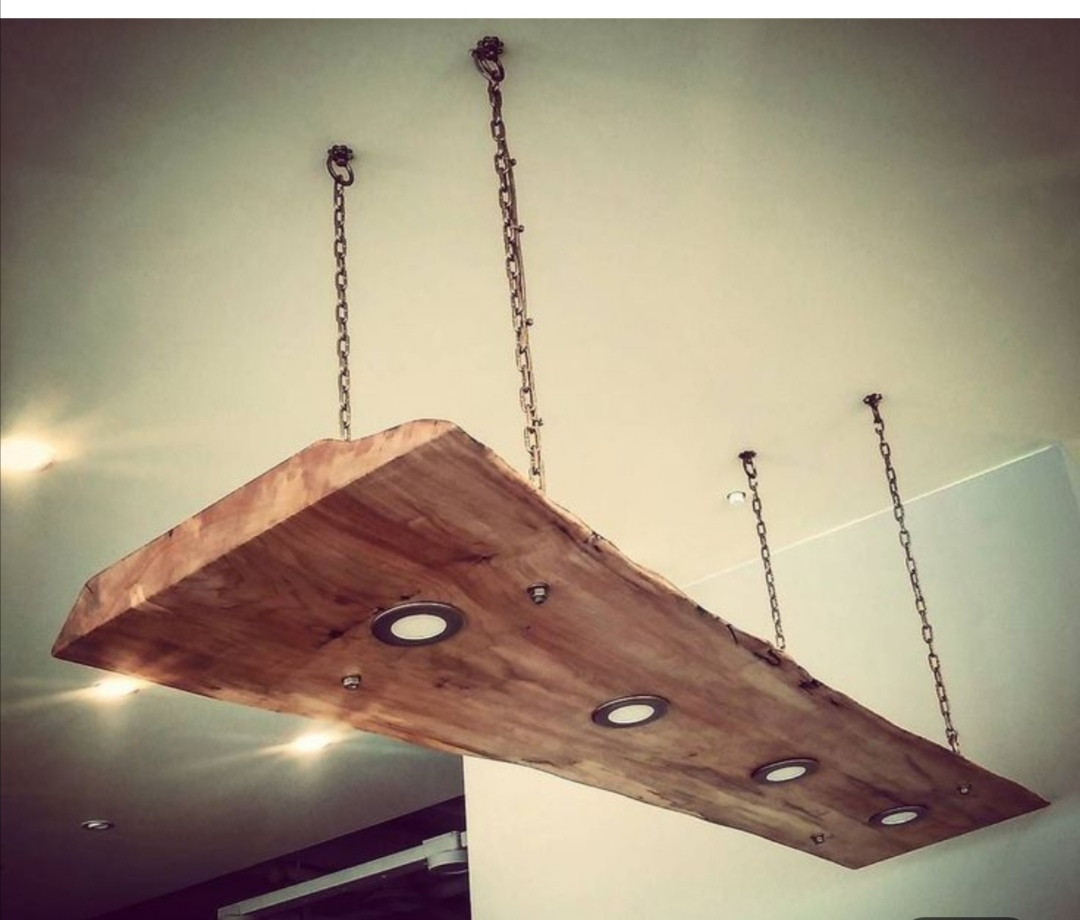 Wooden slab light fitting