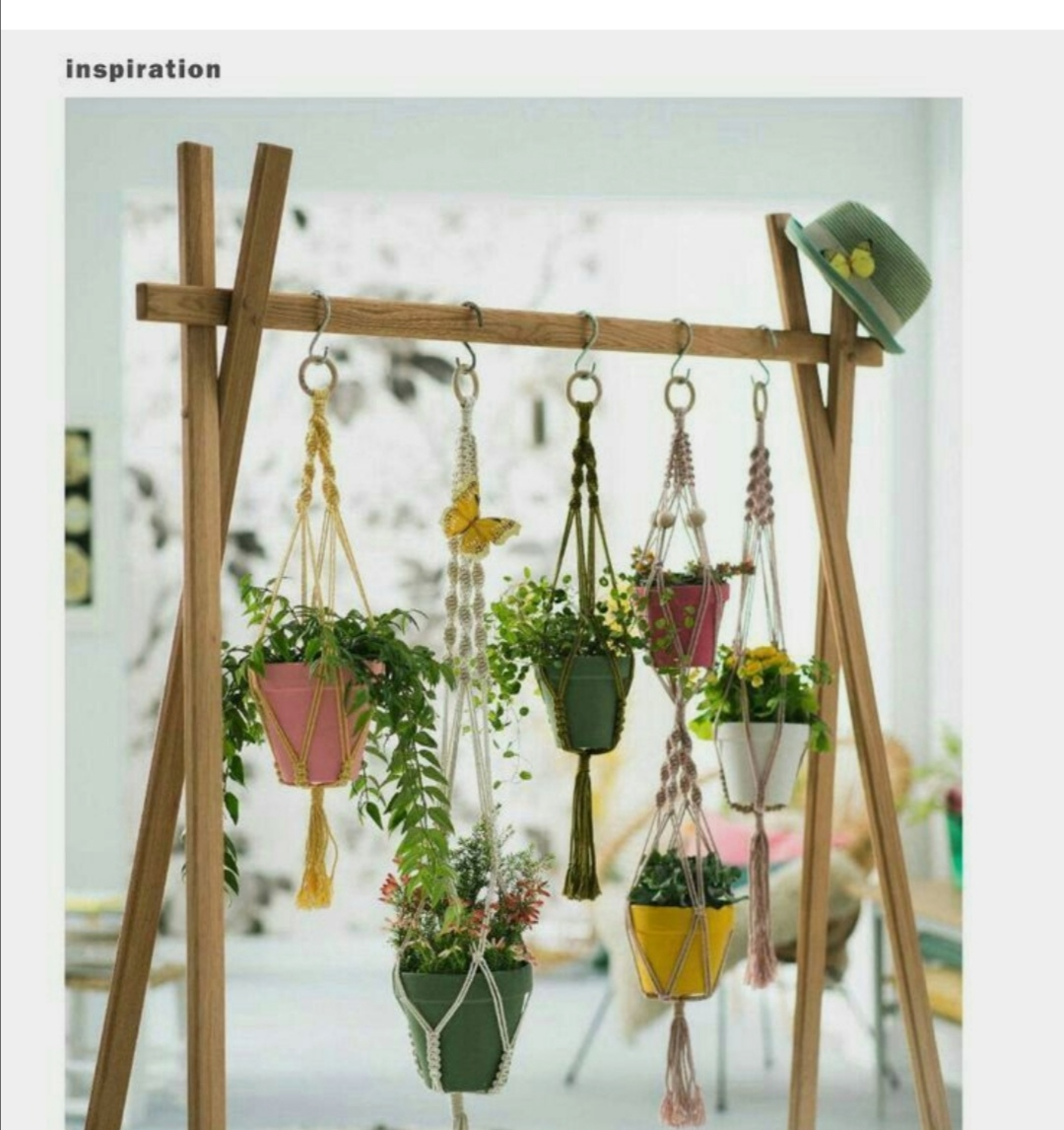 Flower pot hanger stand