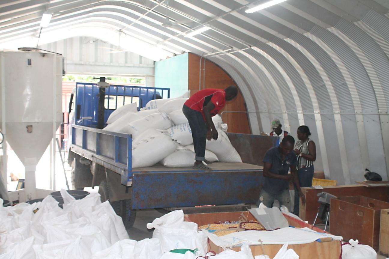 Farm progam gallery -Corn delivery to bu