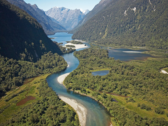 Outdoor Adventures and Lodging in New Zealand