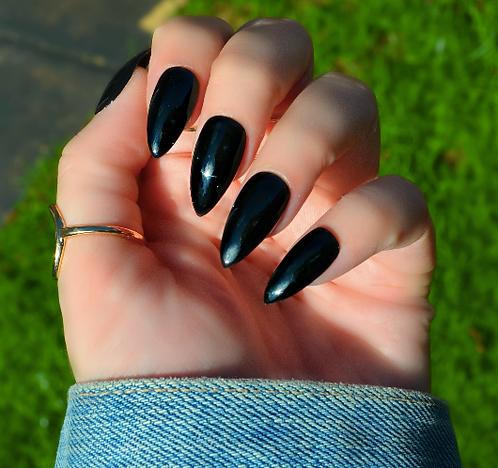 Black (Ready to Dispatch)