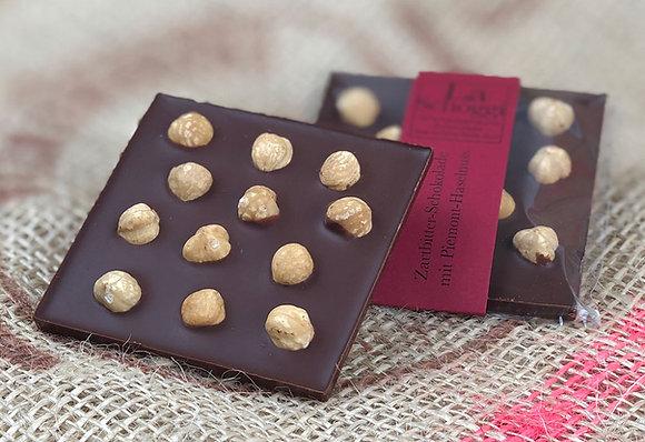 Knacknuss – handgemachte Edelschokolade mit grossen Haselnüssen aus dem Piemont