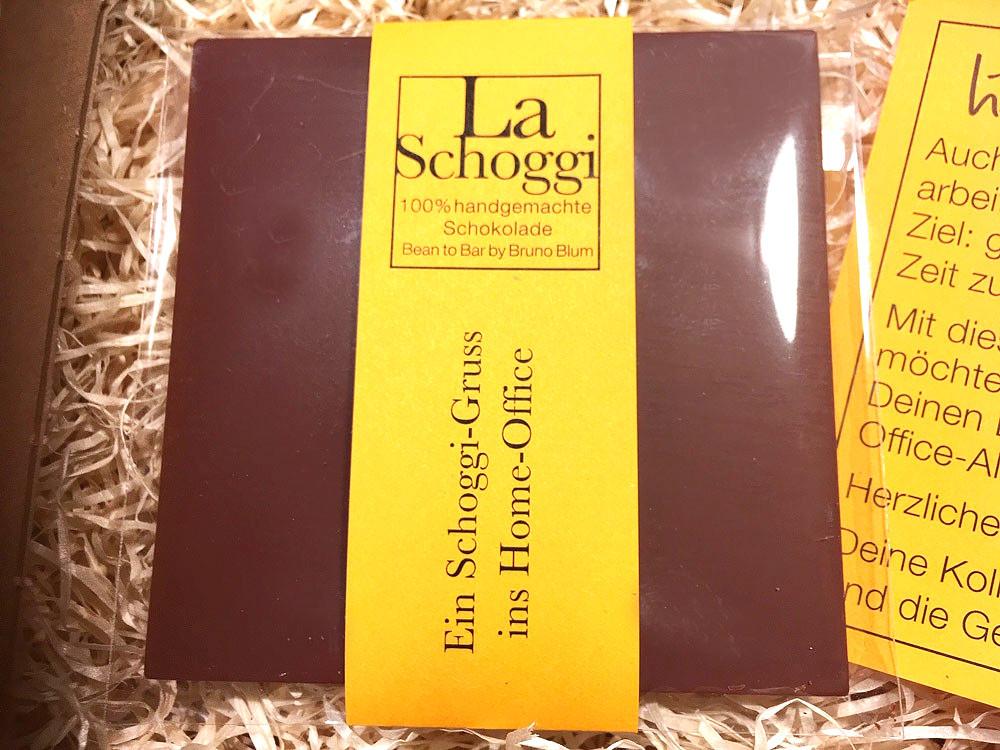 100% handgemachte Schoggi mit spezieller Etikette