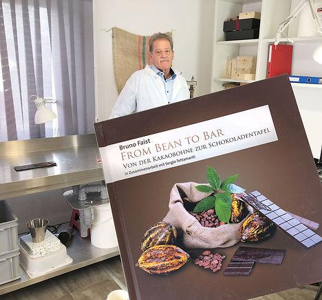 LaSchoggi_Bruno-Faist-und-Buch_Web.jpg