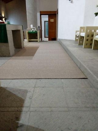 Alfombra nueva altar