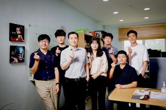 1. 연구실 단체사진.jpg