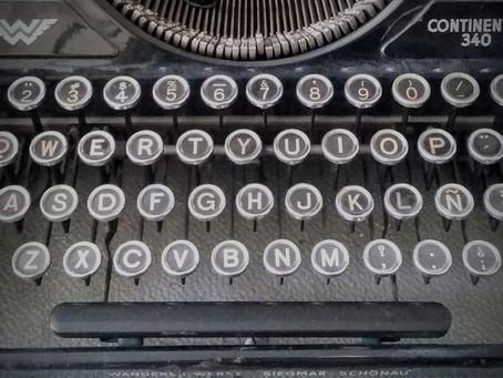"""Máquina de escribir """"virtual"""" para hacer tus facturas """"CFDi"""" de la época"""