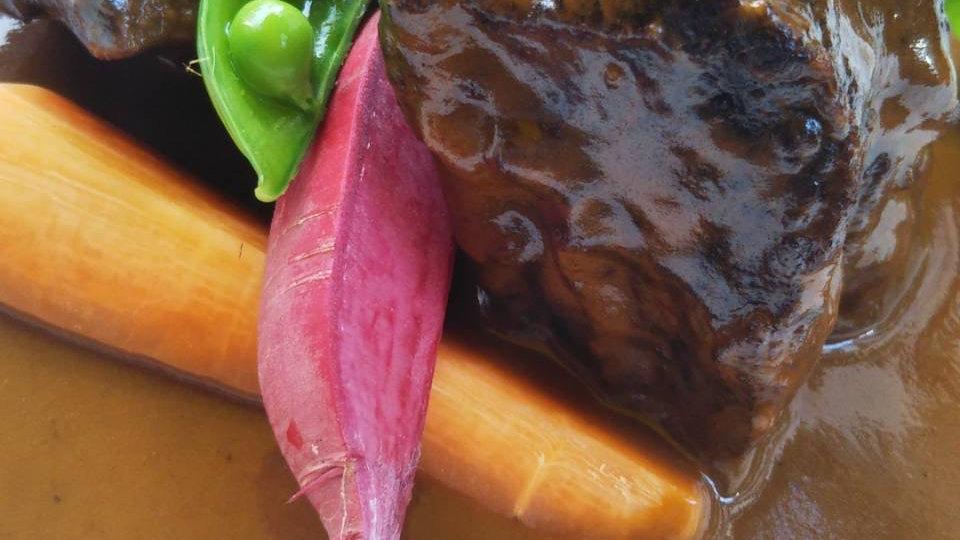 じっくりコトコト煮込んだ和牛ホホ肉と『むかし野菜の邑』のお野菜