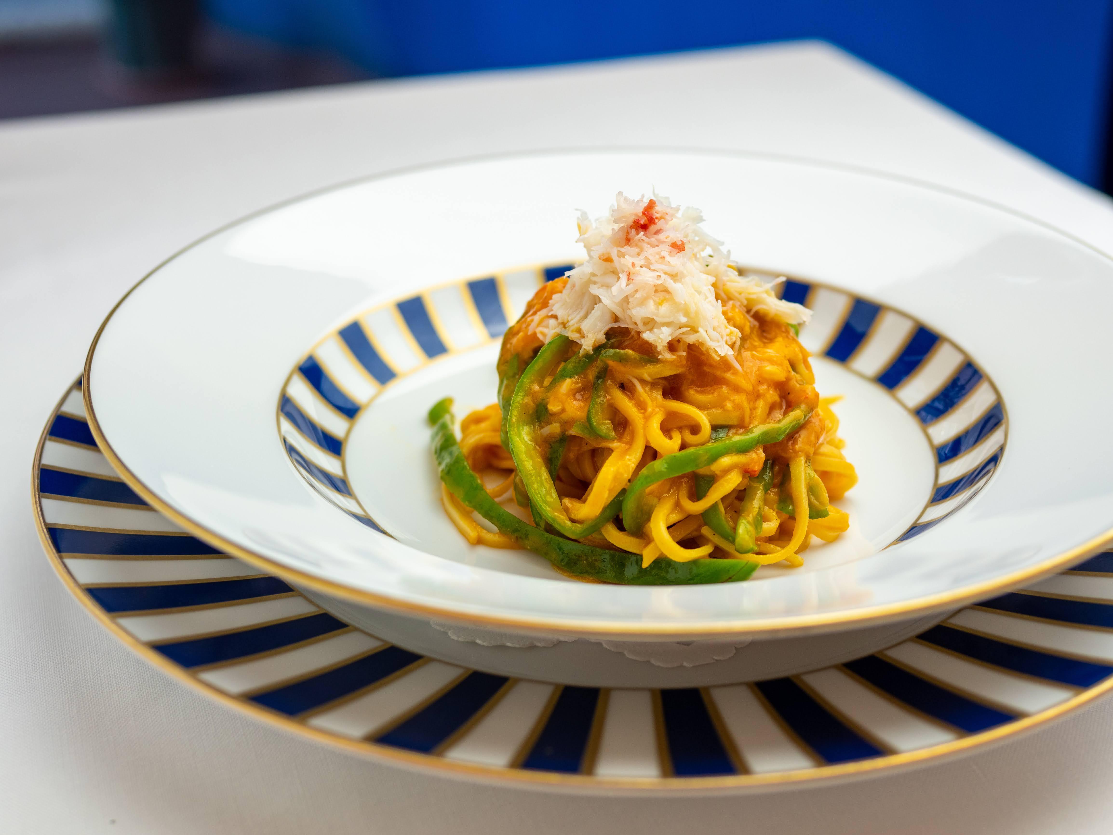 大分県 むかし野菜の邑から届いたトマトを使った冷製タリオリーニ
