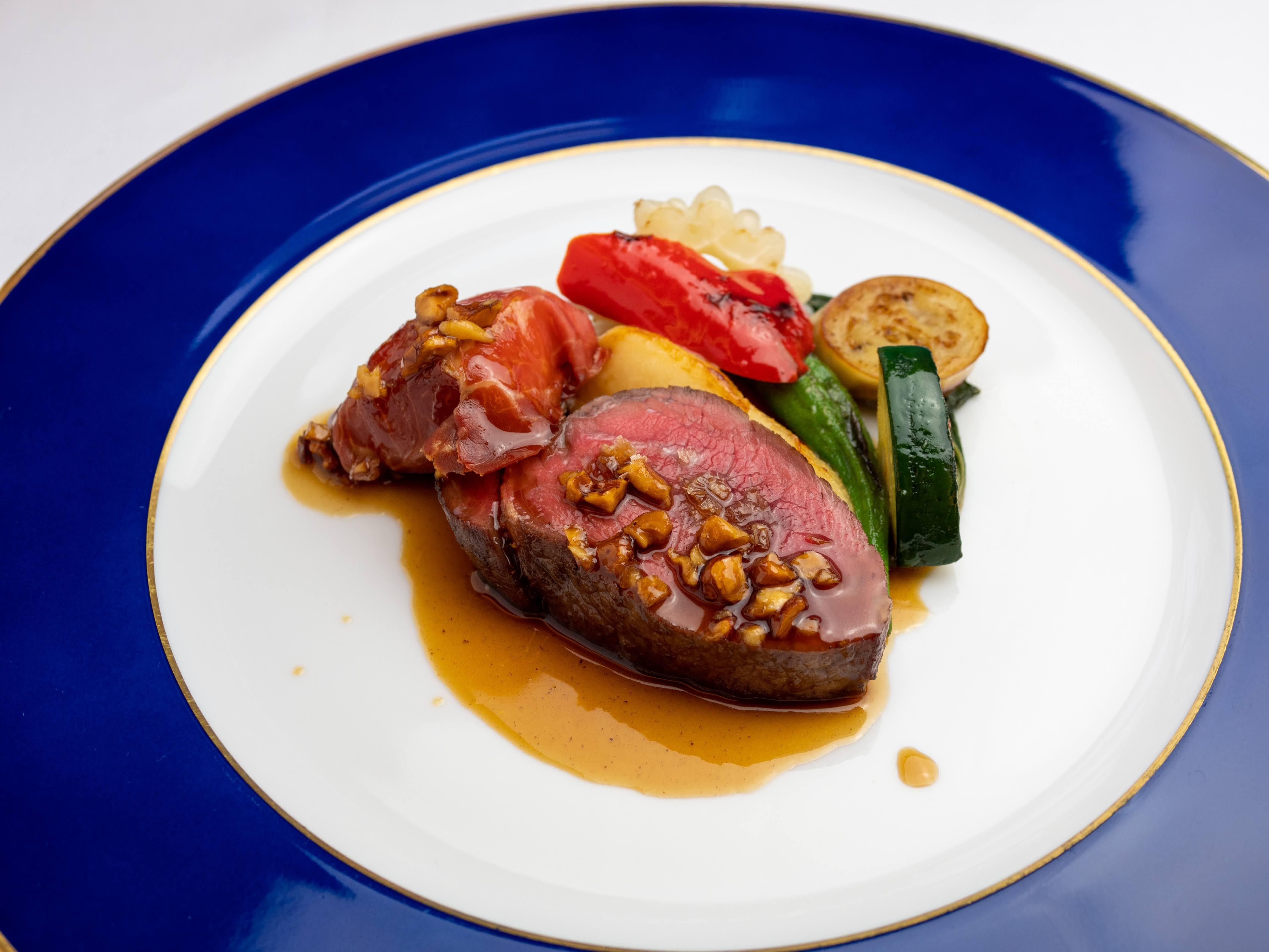 肉のふがねより 岩手県産 短角牛のローストクルミとフォンドヴォーのソース