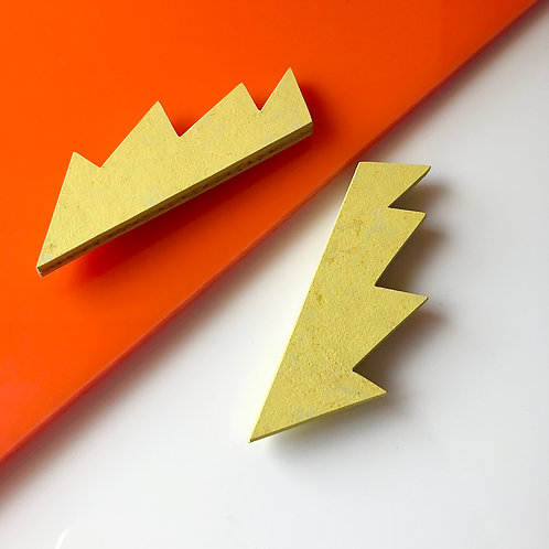 Magnetic spark brooch - Yellow glow