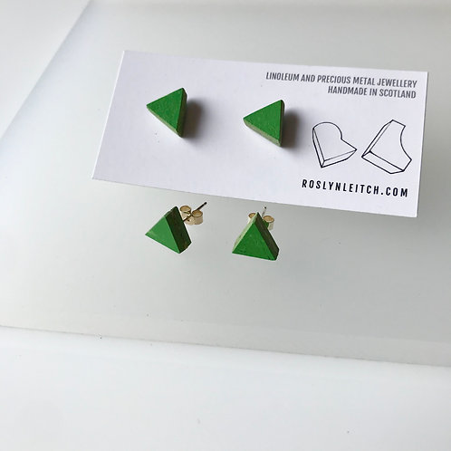 Tri-trangle stud earrings - Nettle Green