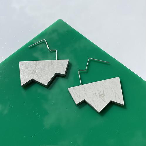 Jagged wire drop earrings - Polar Bear