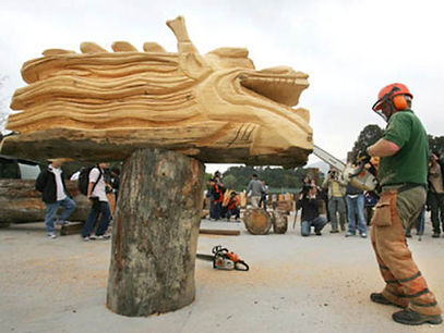 david evans Hong Kong Dragon chainsaw carving