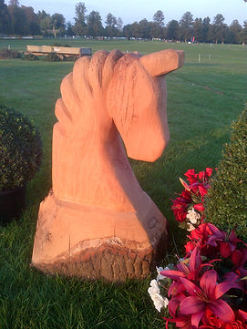 horse head chainsaw carving