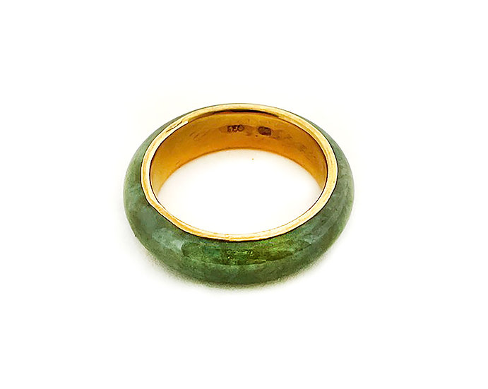 Jadeit Ring mit Gelbgold