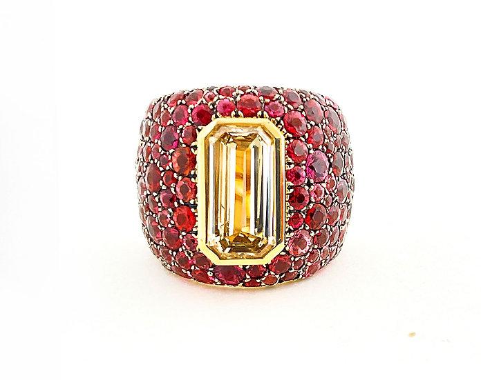 Ring mit braunem Diamanten & roten Spinellen