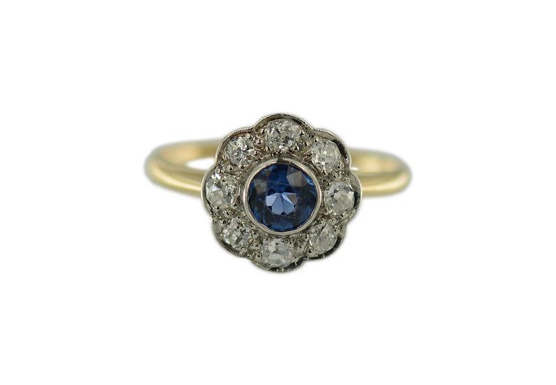 Entourage Ring mit Saphir & Diamanten