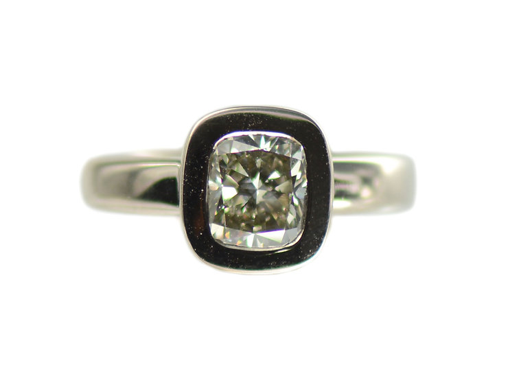 Ring Solitaire, mit Diamant im Cushion Schliff