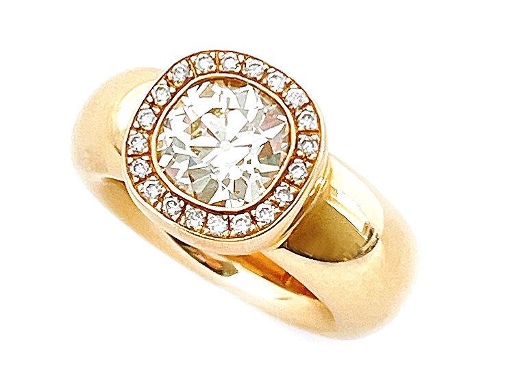Ring mit Diamant Cushion & Brillanten