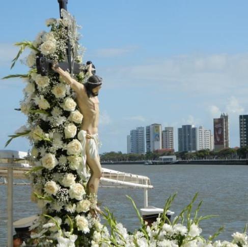 Fiéis iniciam o ano novo guiados pelo Bom Jesus dos Navegantes