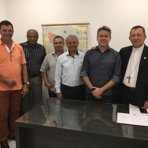 Dom João mantém encontro com senador Alessandro Vieira sobre fechamento de matadouros