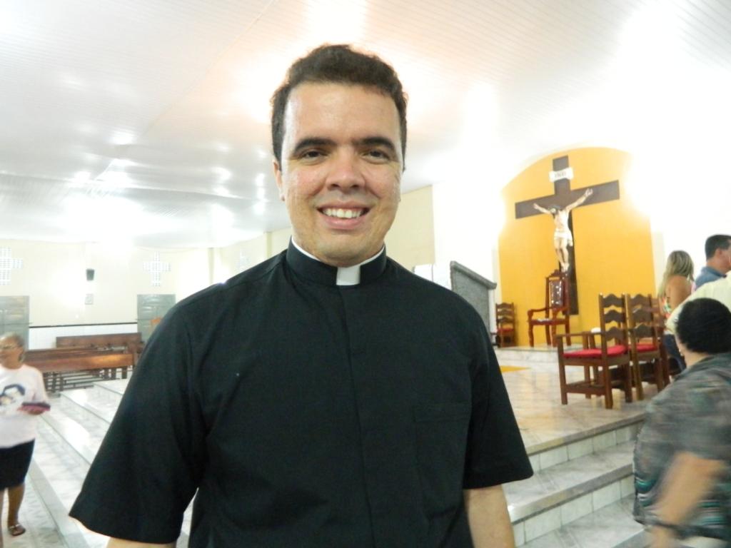 Assumirá a paróquia Santa Lúcia