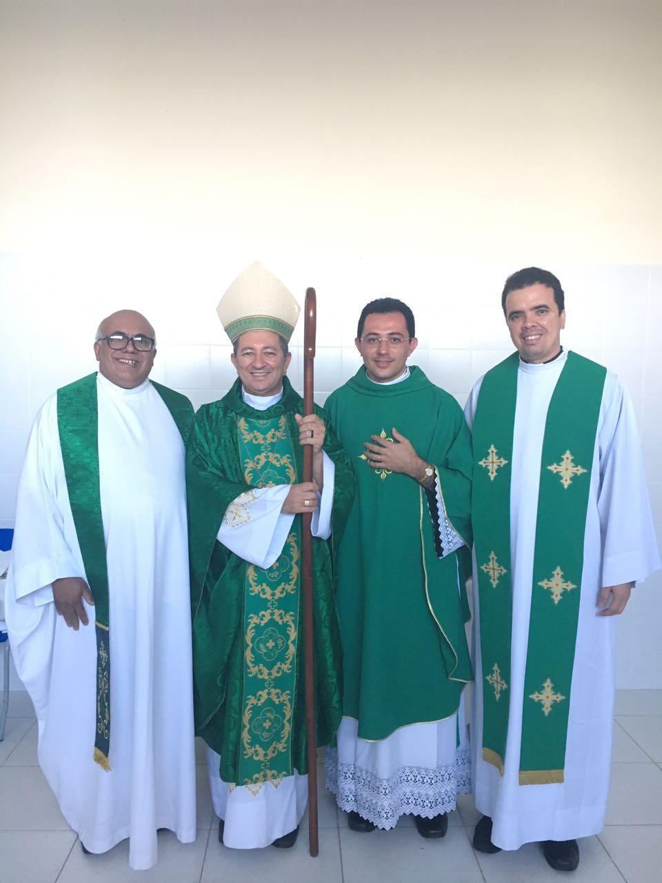 Dom João Costa, com os padres Benjamin, Edvaldo e Alan