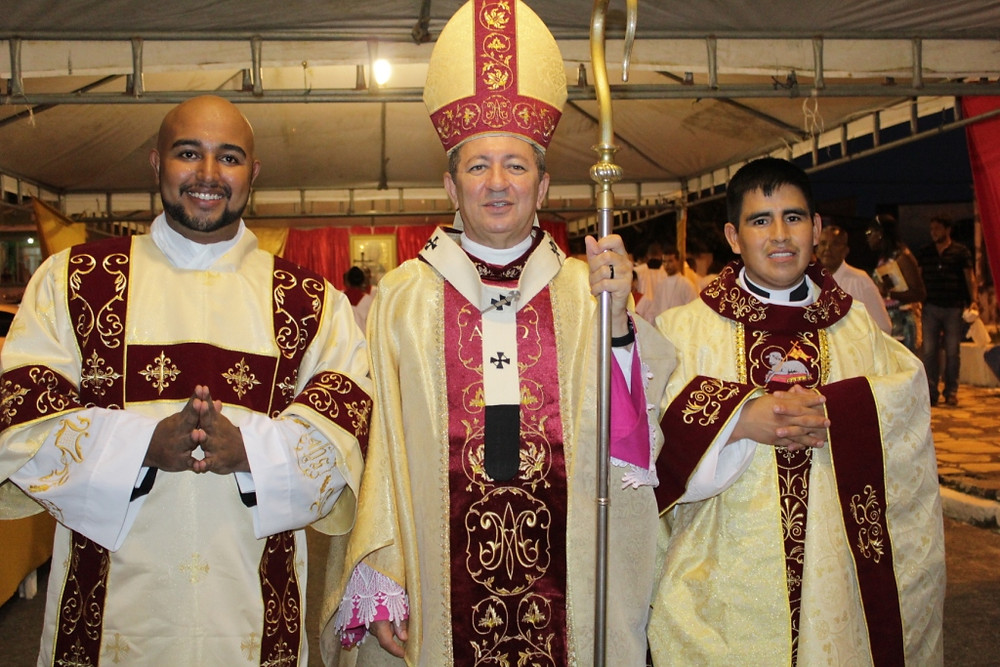 Diácono Danilo, D. João e o padre Fredy Carlos