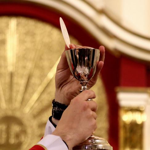 Missas com 50% da capacidade das igrejas, a partir desta terça, 8