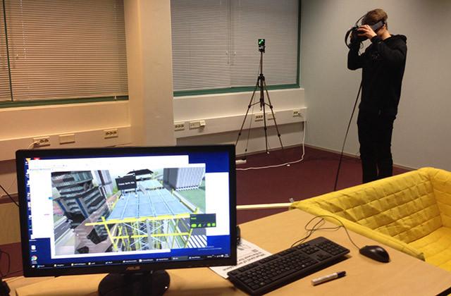 RUIS Toolkit demossa FIVR Hubissa sai kävellä rakennustelineillä. (Klikkaa kuvaa.)