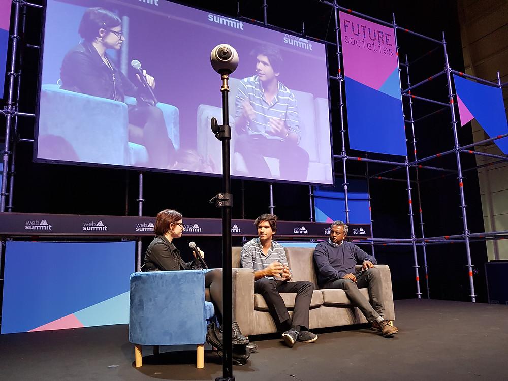 Laurie Penny haastattelemassa WikiLeaks Defense Teamin Juan Brancoa ja Amnesty Internationalin Salil Shettyä Web Summitissa 8.11.2016.