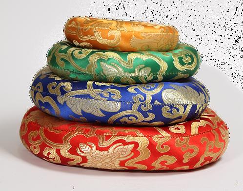 Runde Kissen für Klangschalen aus Seidenbrokat